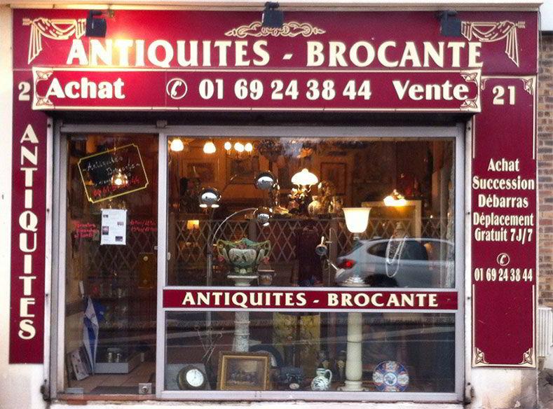 Devanture du magasin d'Antiquités Brocante Robic à Savigny-sur-Orge