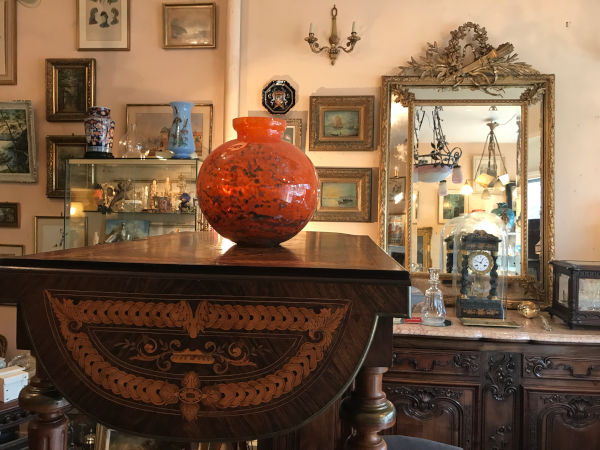Intérieur de la boutique Antiquités Robic